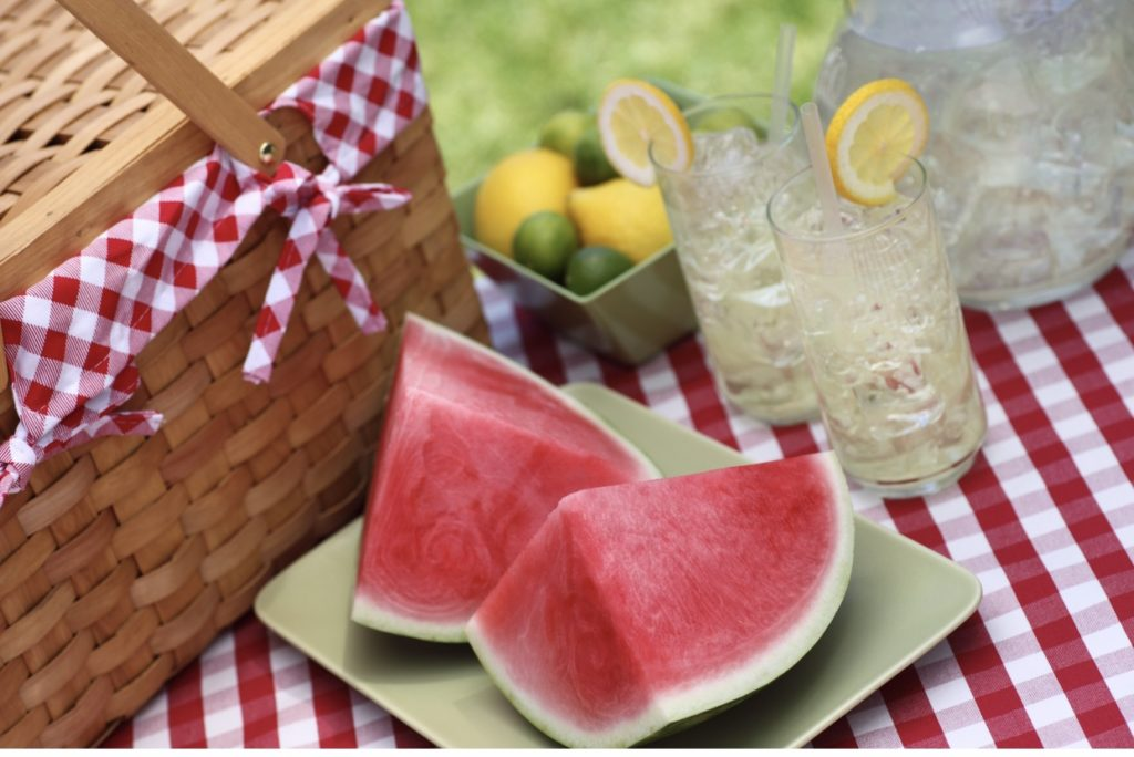 Enjoy a no-fuss picnic with family or friends by packing a few of these easy food items, as incorporating these picnic tips to make it memorable