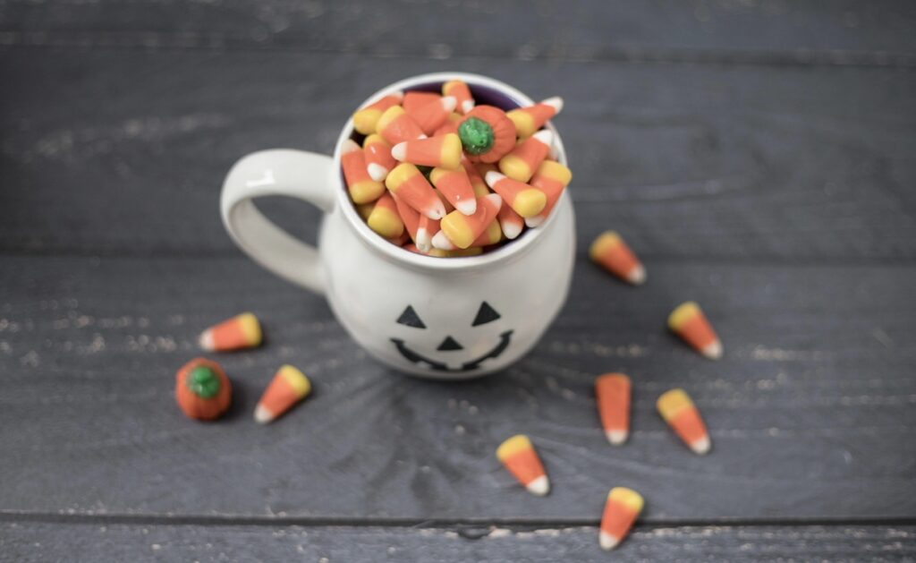The holiday season is here, and with them come sweets, treats and other holiday goodies. To help you stay on track, implement these tips to avoid Halloween temptation.