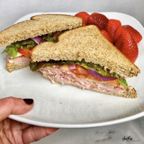 Calories and nutrition facts for a ham and cheese sandwich on wheat bread