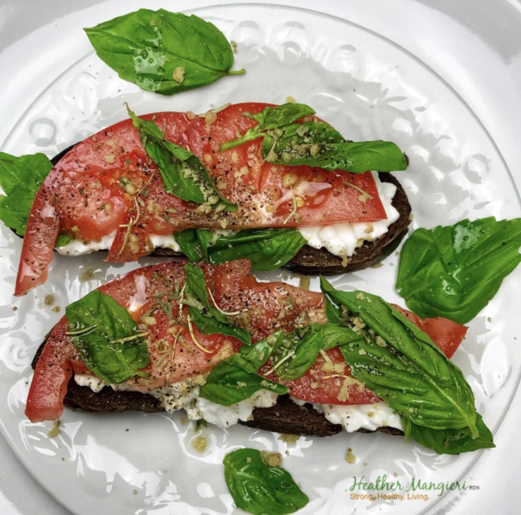Pumpernickel toast with cottage cheese and tomatoes