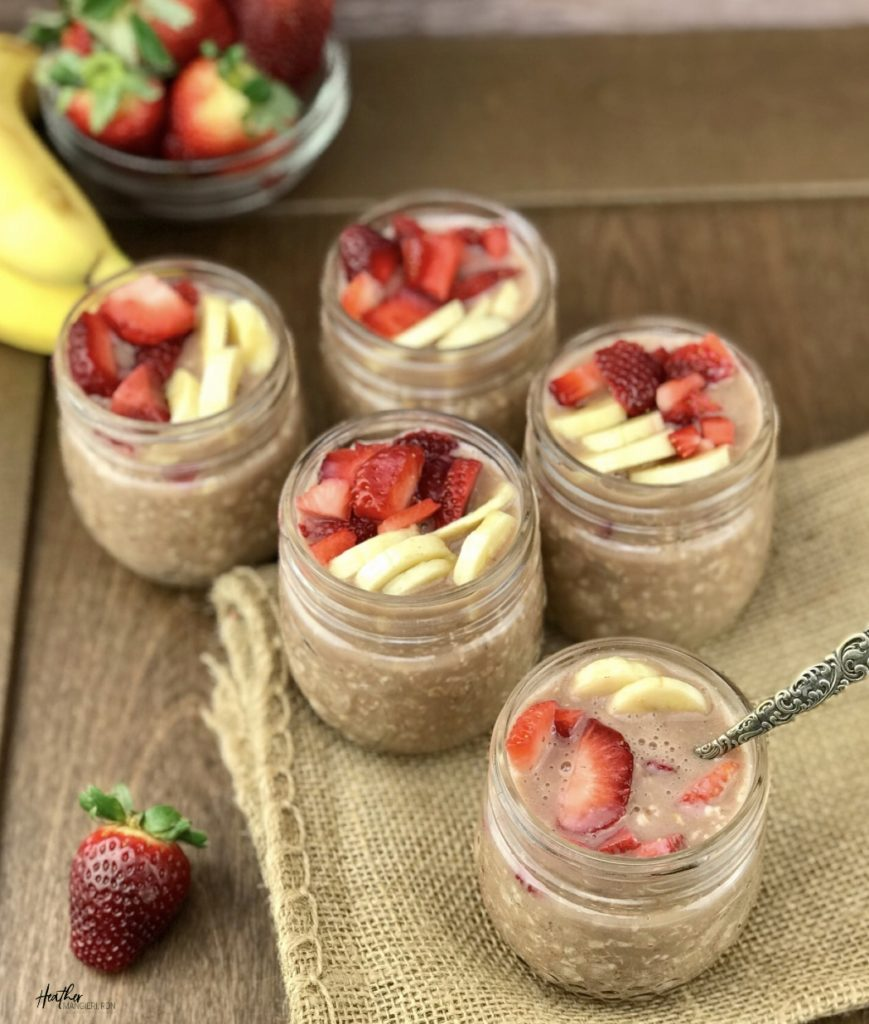 Flavorful overnight oats made with whey protein, strawberries and bananas for a quick and easy breakfast. Provides 190 calories, 10 gram s of protein and 4 grams of fiber per serving.