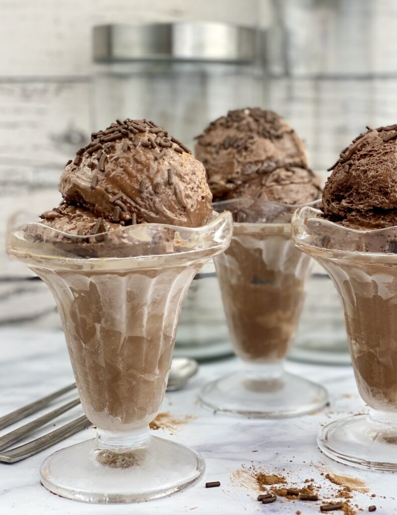 This low-fat, lower calorie chocolate ice cream is a packed with protein and has a rich, decadent taste. A perfect treat to feed your sweet tooth