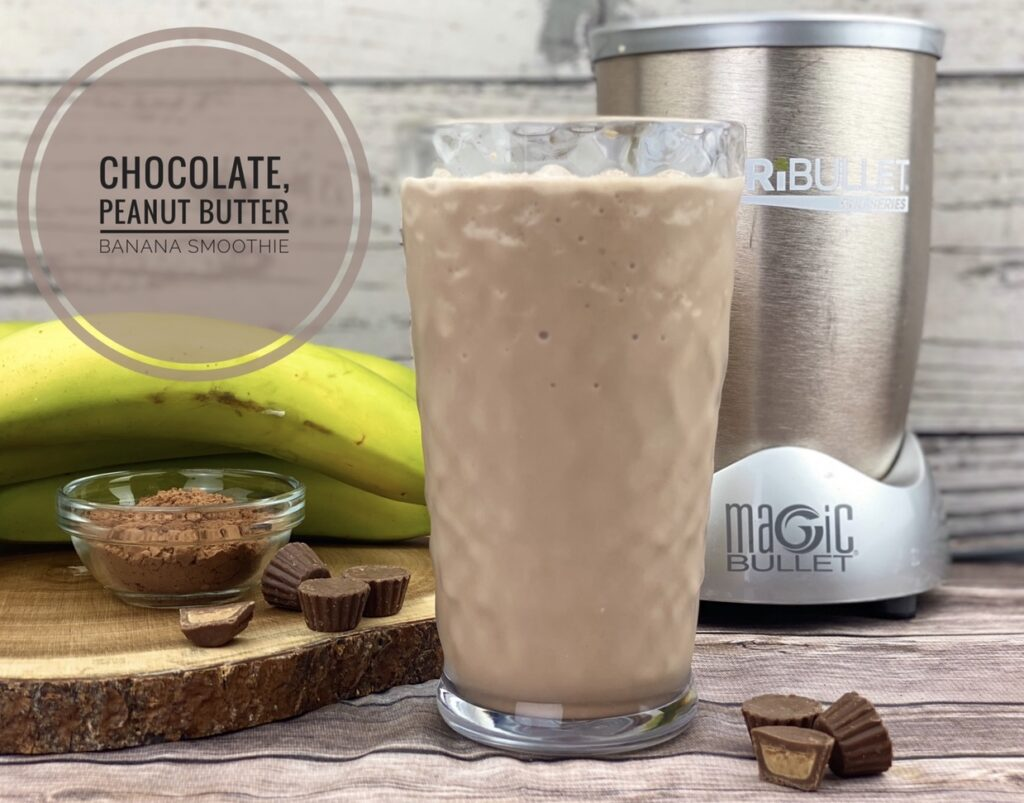 This chocolate peanut butter banana smoothie provides 250 calories, 4 grams of fiber, 17 grams of protein and 6 grams of fat, making it a great breakfast for busy days or post-exercise recovery snack after heavy training.