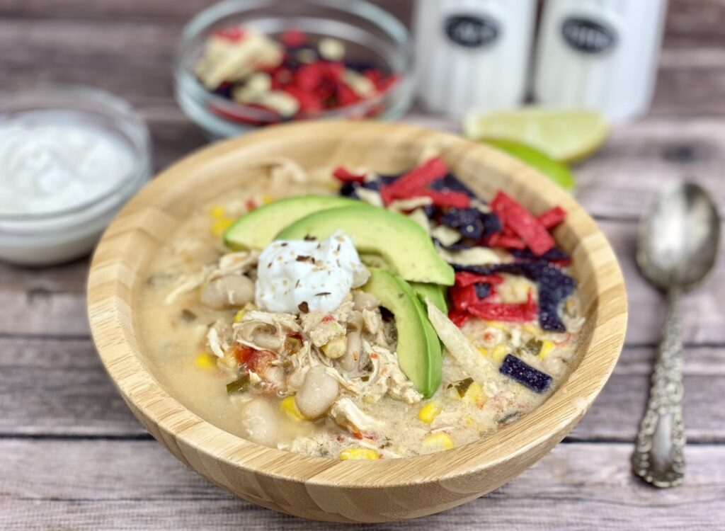 This creamy, white bean chicken chili is easy to make and filled with flavor, fiber and protein. Make it as an easy dinner, then re-heat the leftovers for a nutritious lunch throughout the week.
